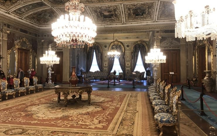 Istanbul: Dolmabahce Palace and Naval Museum (Half Day)
